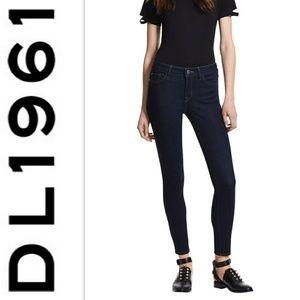 DL1961 No. 3 Instasculpt Skinny Jeans